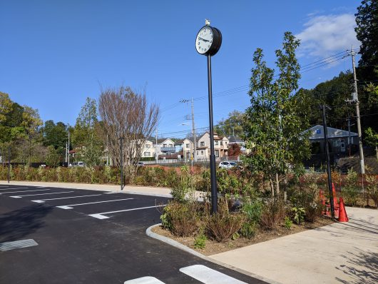 四季彩の杜西園駐車場に衛星電波時計